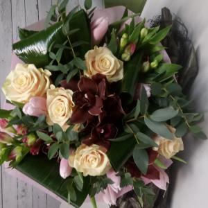 Букет цветов Розы, тюльпаны, цимбидиум