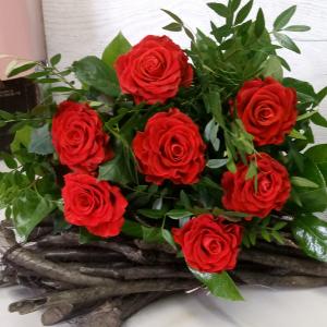Букет цветов. Розы 7 шт., зелень.