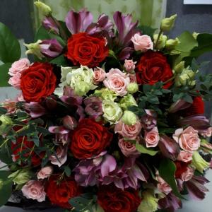 Букет цветов роза и альстромерия