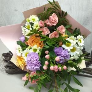 Букет цветов , розы, хризантемы, гвоздика