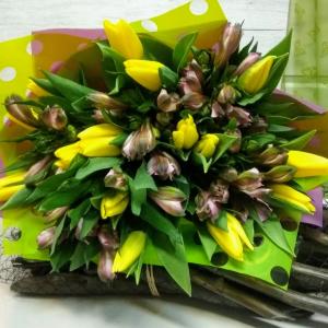 Букет цветов Тюльпаны, альстромерия