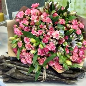 Букет цветов Роза кустовая , альстромерия