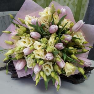 Букет цветов Тюльпаны, лизиантус