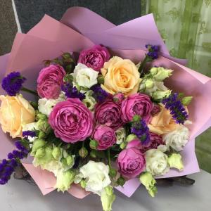 Букет цветов  Розы, лизиантус.