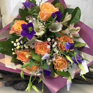 Букет цветов Розы, альстромерия, лизиантус.