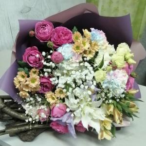 Букет цветов  Лилия , роза, альстромерия, сантини