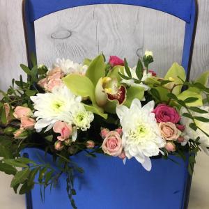 Композиция в ящике, роза, орхидея, зелень