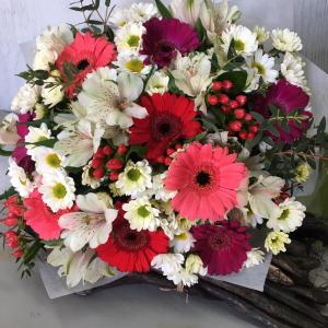 Букет цветов Герберы, сантини, альстромерия